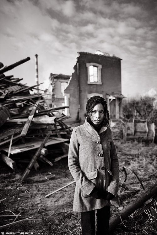 Julia and The Broken House :: Canon 5D Mark II