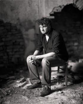 Eric Mie - Portrait à la chaise